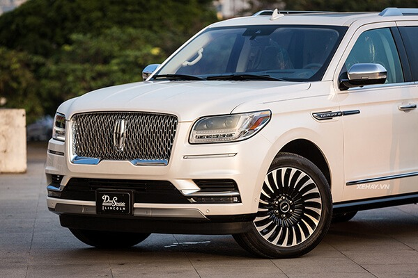 Muaxegiatot-vn-Lincoln-Navigator-Black-Label-review-3